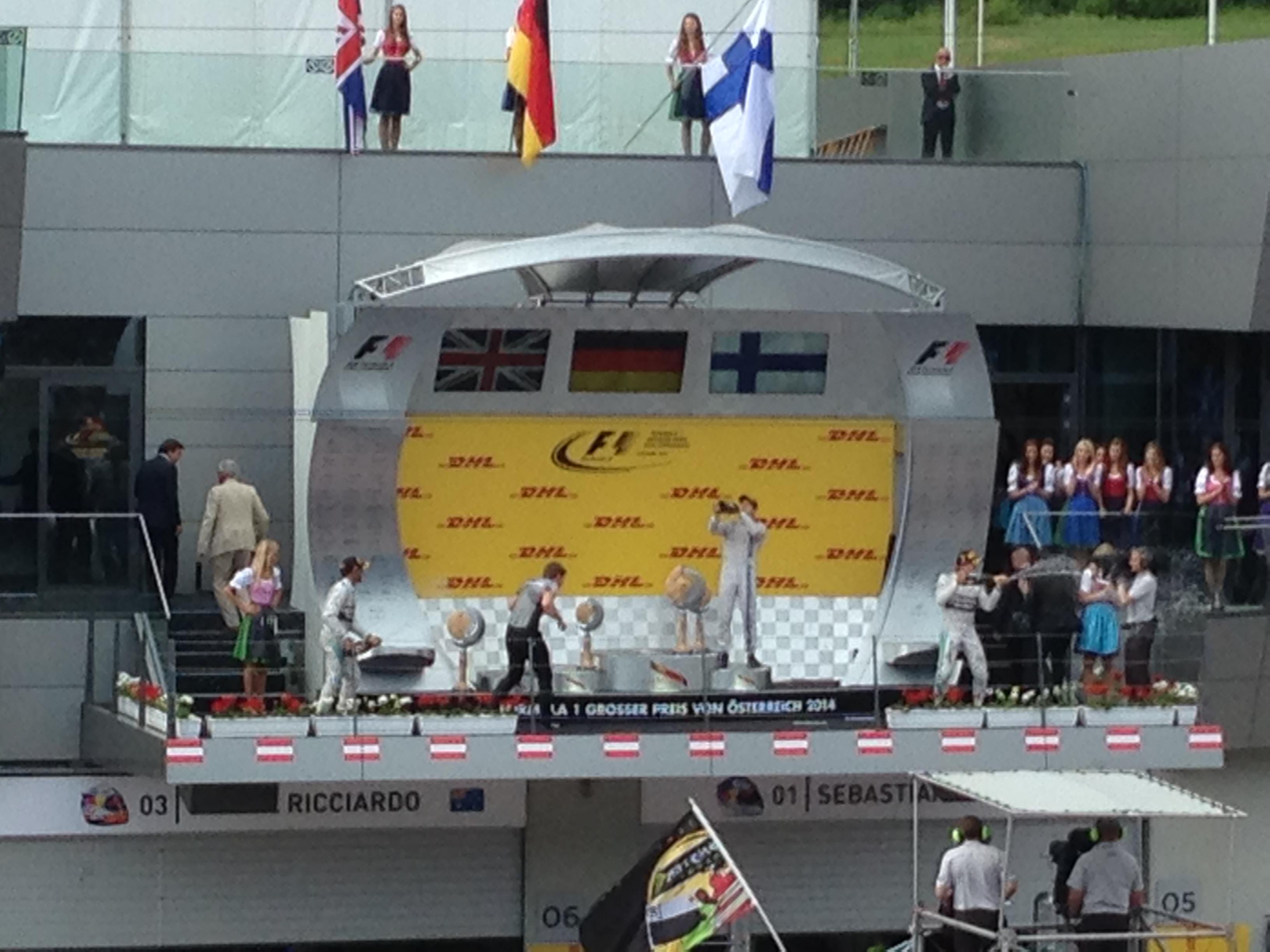 Valtteri Bottas am Podium .... Prost!