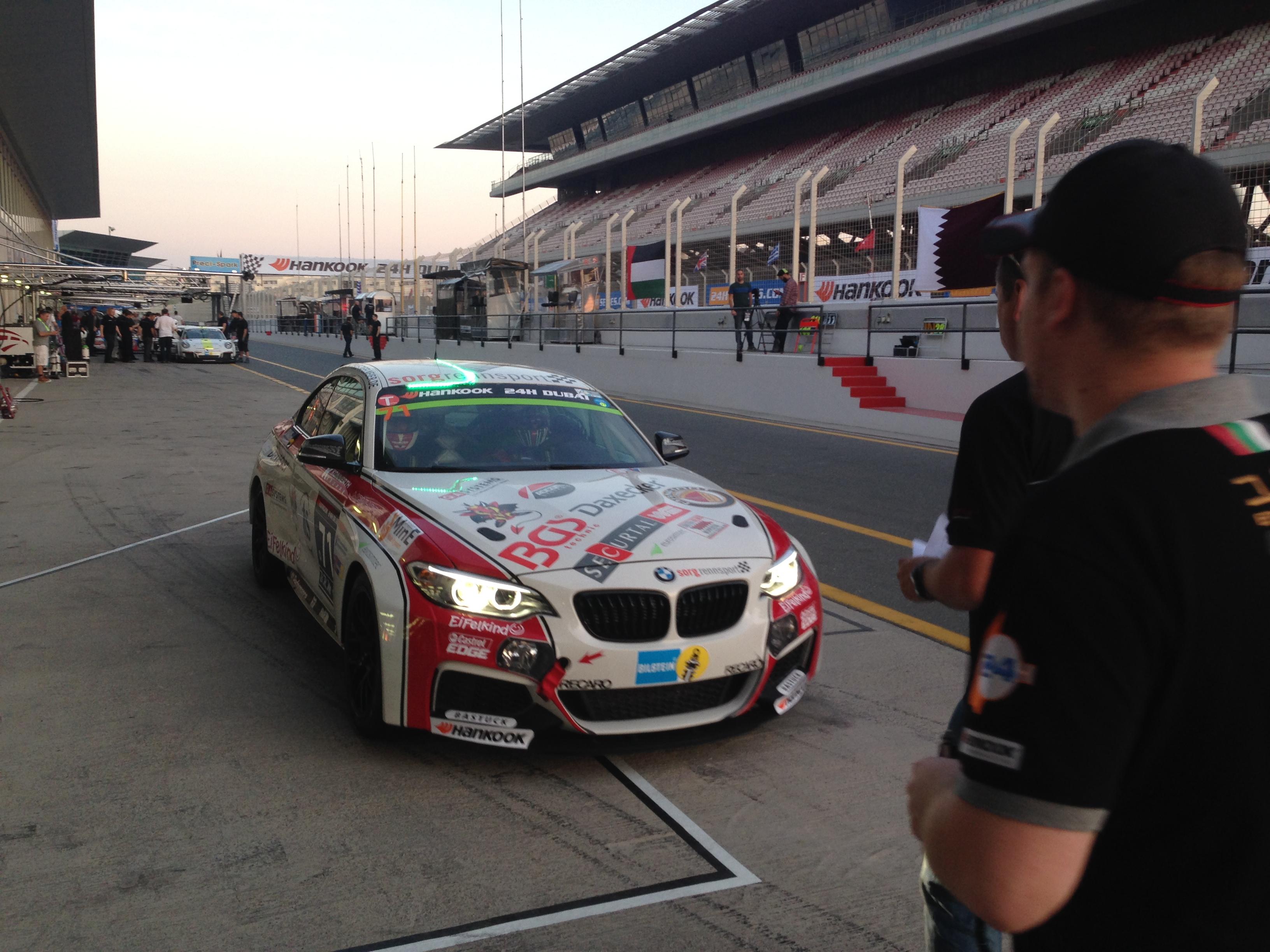 Erstes Zusammentreffen mit dem BMW M235i Racing