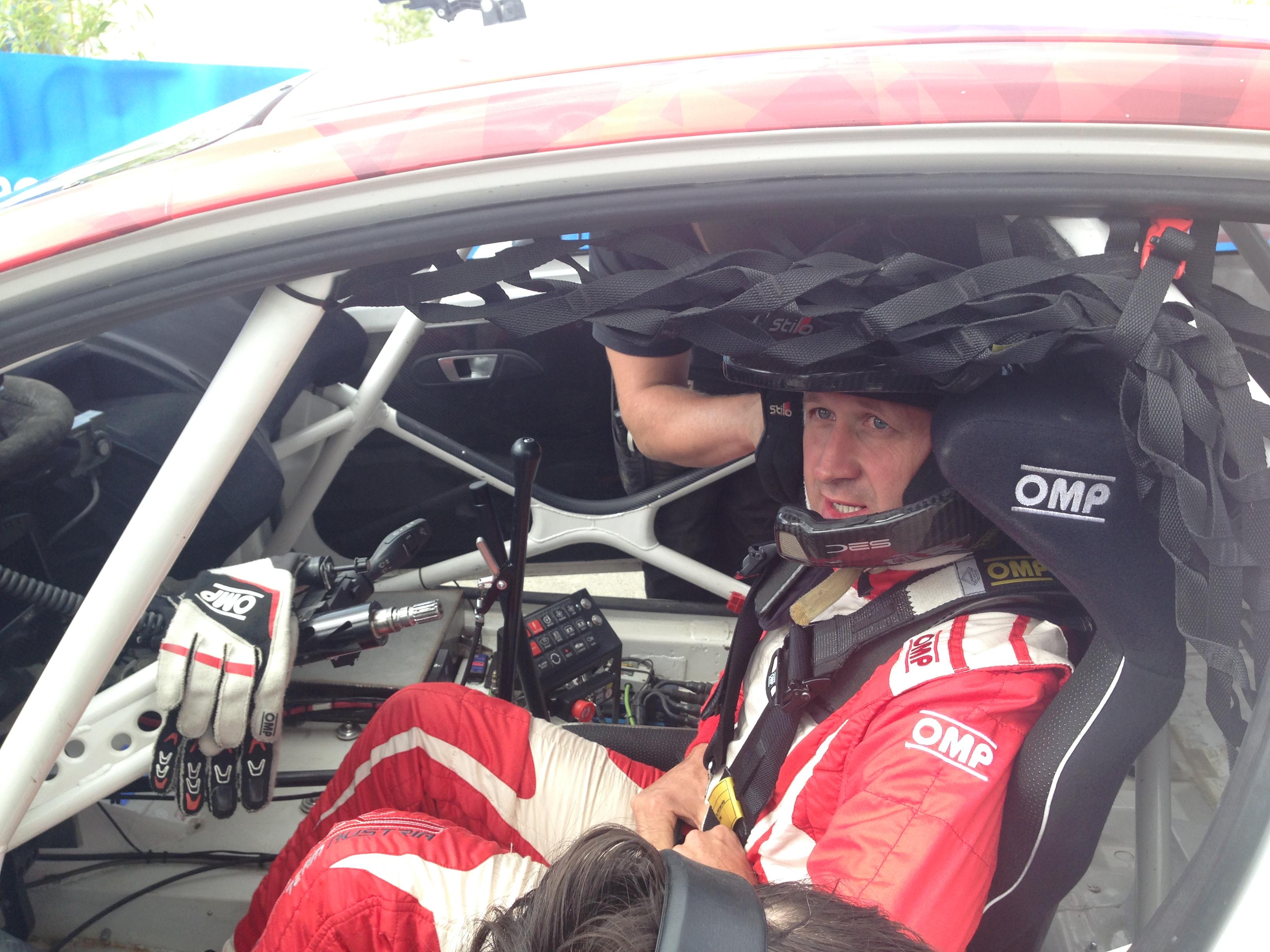 Manfred Stohl bereit für den Start im Cockpit des Ford Fiesta Supercar