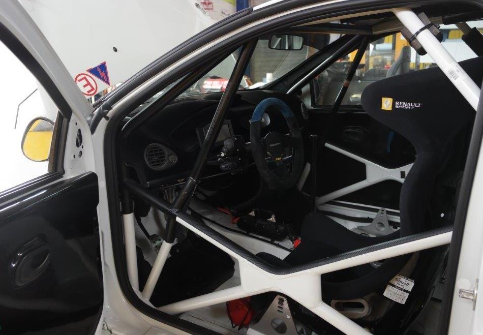 Blick ins Cockpit des Renault Clio R3 Maxi